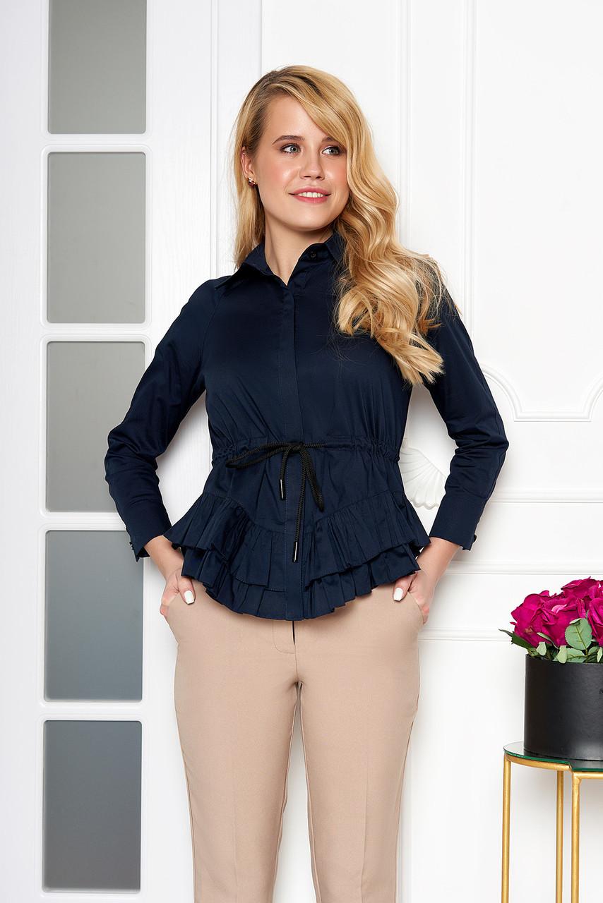 Красивая блузка с поясом и рюшами темно-синяя