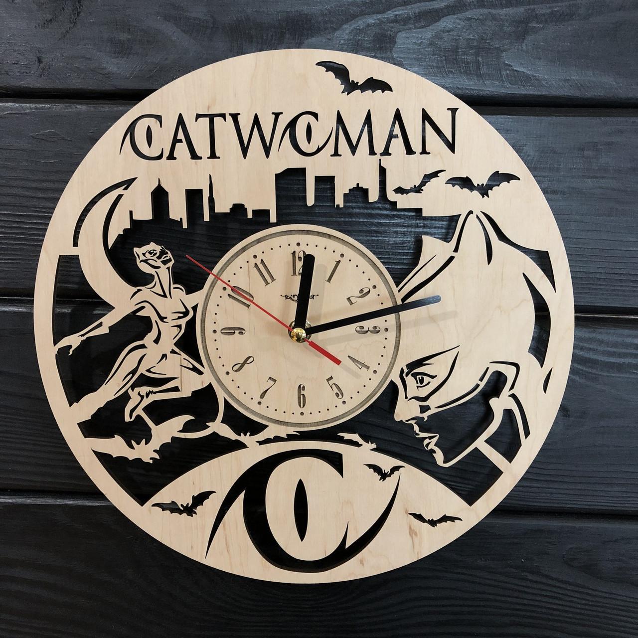 Тематические интерьерные настенные часы «Женщина-кошка»