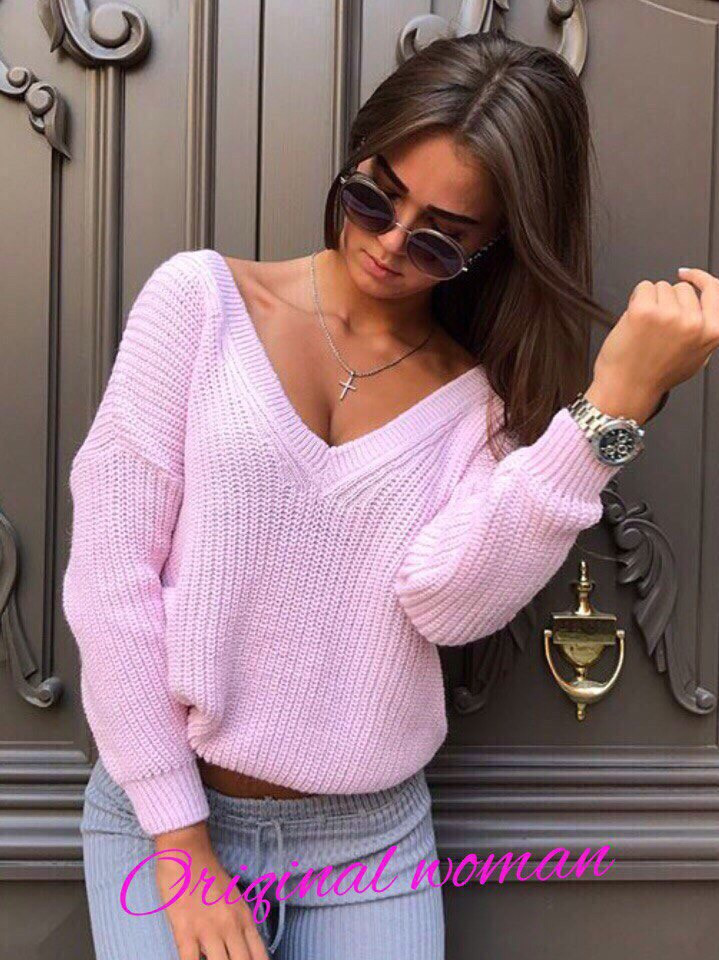 Модный вяханый свитер с вырезом