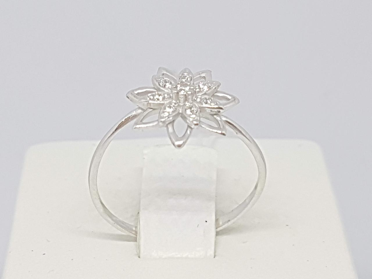 Серебряное кольцо с фианитами. Артикул 10128Р 15,5