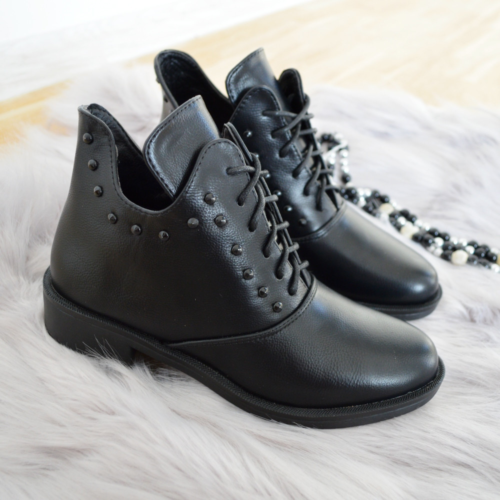 Черевики жіночі чорні.