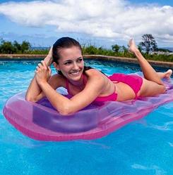 Надувной матрас для летнего отдыха.Пляжный надувной матрас intex.