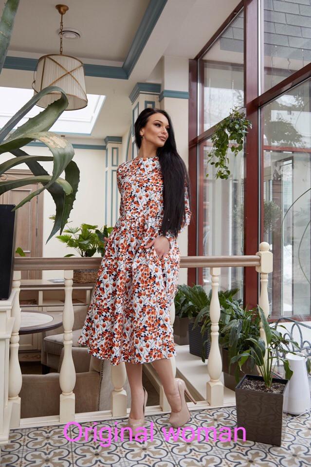 Приталенное платье длины миди цветочным узором