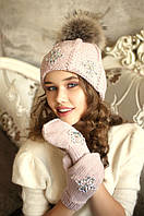 """Вязаный зимний комплект шапка и варежками """"Эльза"""" цвет пудра"""