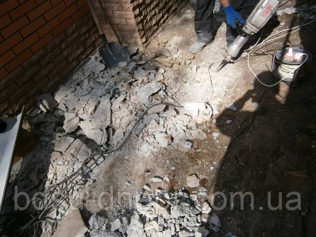 Удаление бетона бетоноломом