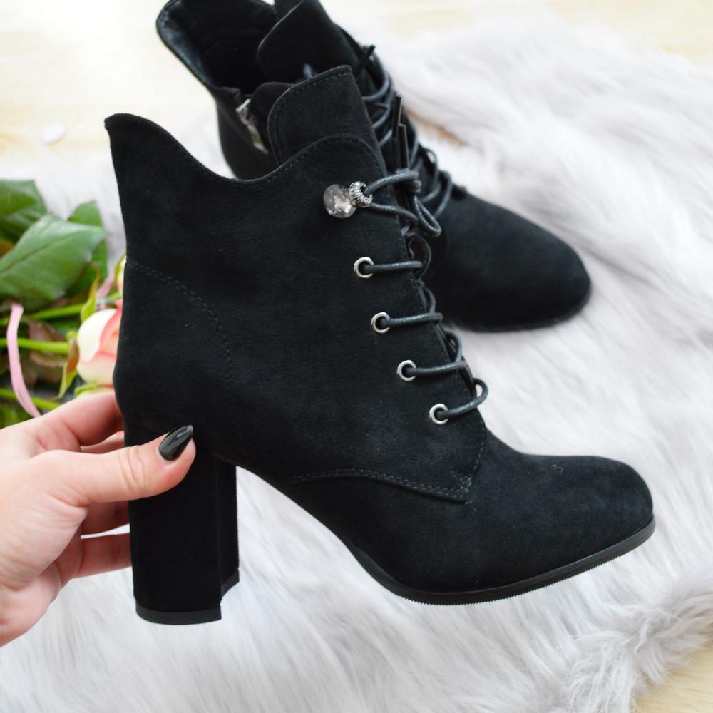 Черевики жіночі чорні екозамша на каблуку.
