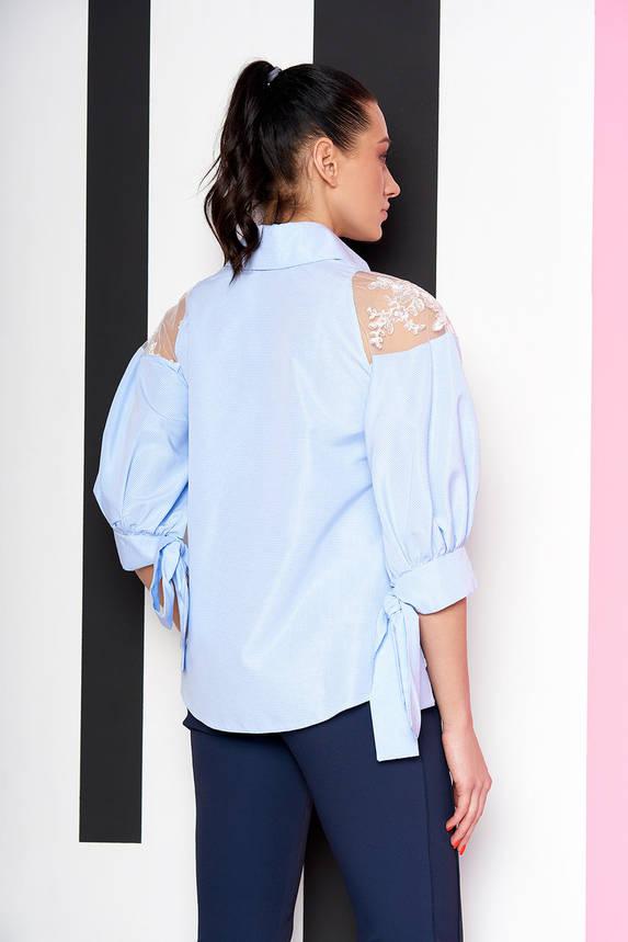 Нарядная голубая блузка-рубашка с гипюром, фото 2
