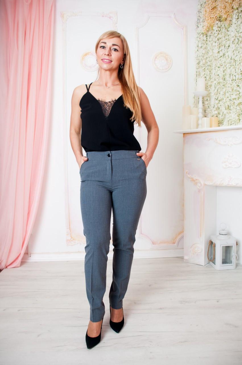 Женские классические брюки серого цвета Леона 44-58 р-ры