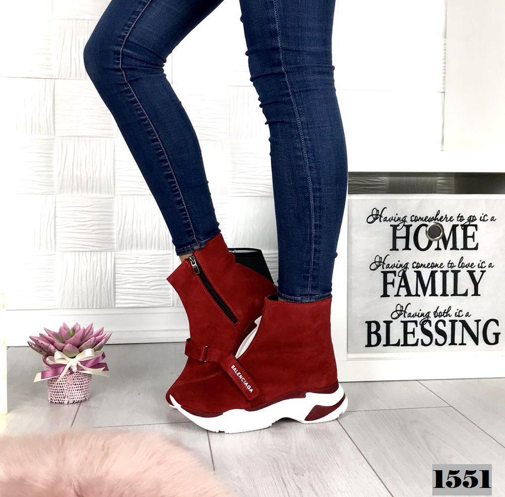 Демисезонные замшевые красные ботинки спортивного стиля