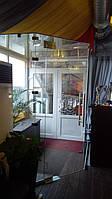 Тамбур с дверью из стекла
