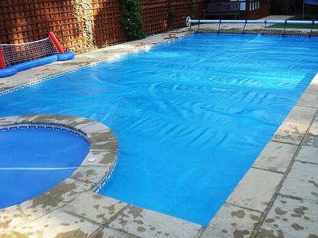 Солярная плёнка на бассейн, Чехия