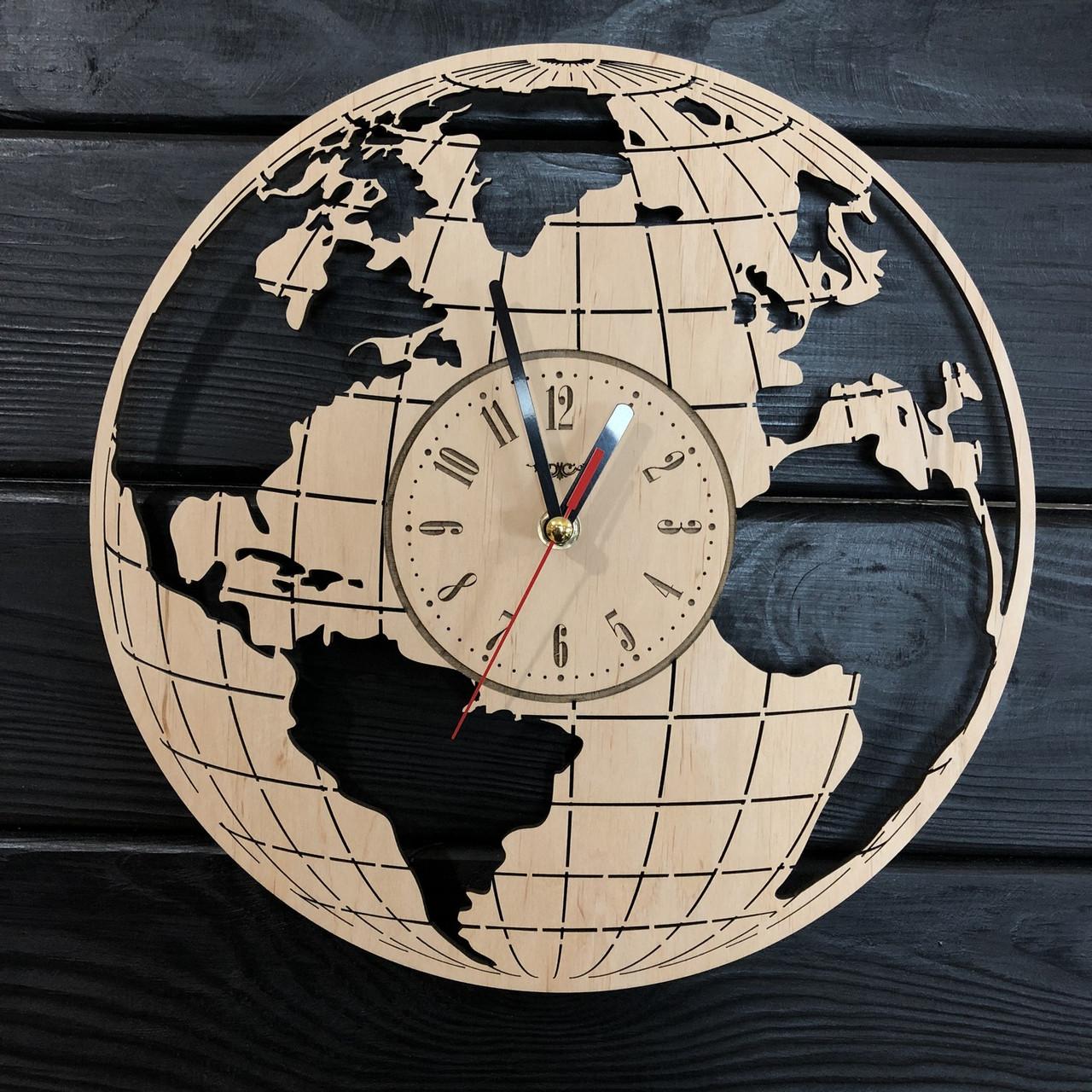 Часы настенные из дерева «Земной шар»