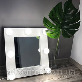 Компактное зеркало с лампочками