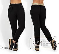 Легкие летние брюки на резинке, с серебрянной люрексовой отделкой и зауженные к низу X10405