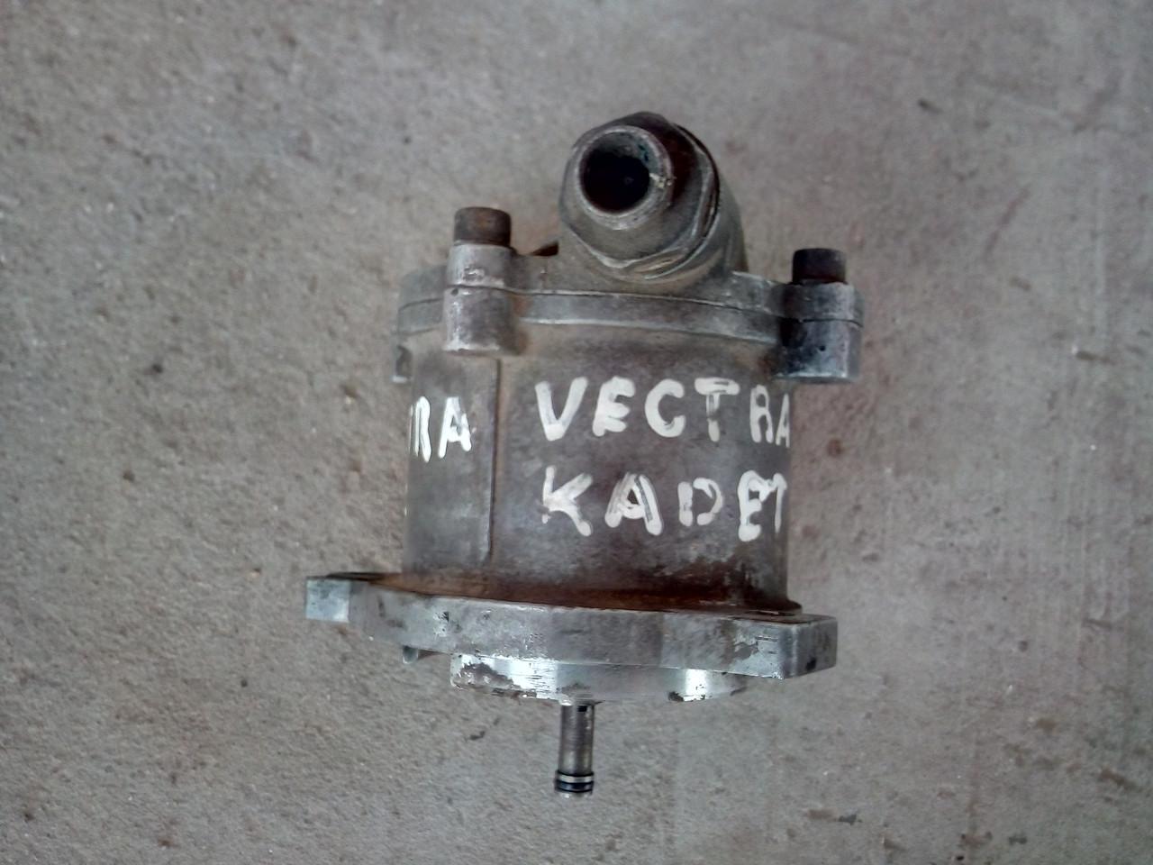 90106995 Вакуумный насос Opel Vectra Astra Kadett 1.7