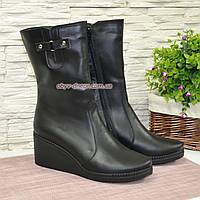 Женские зимние кожаные ботинки на танкетке