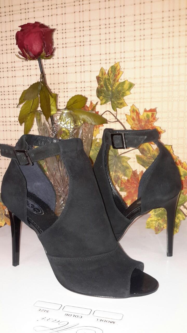 Женские замшевые босоножки на шпильке, цвет черный