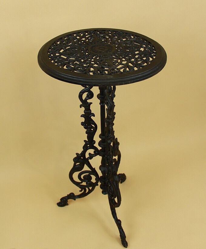 Чугунный ажурный столик