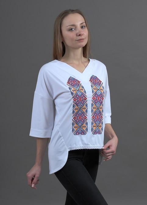 Трикотажная женская футболка в современном стиле