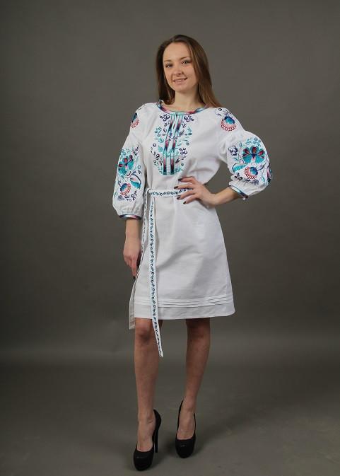 Праздничное платье вышиванка белое с цветочной вышивкой