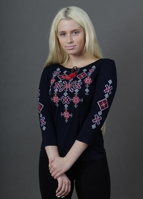 Женская вышитая футболка с четвертным рукавом