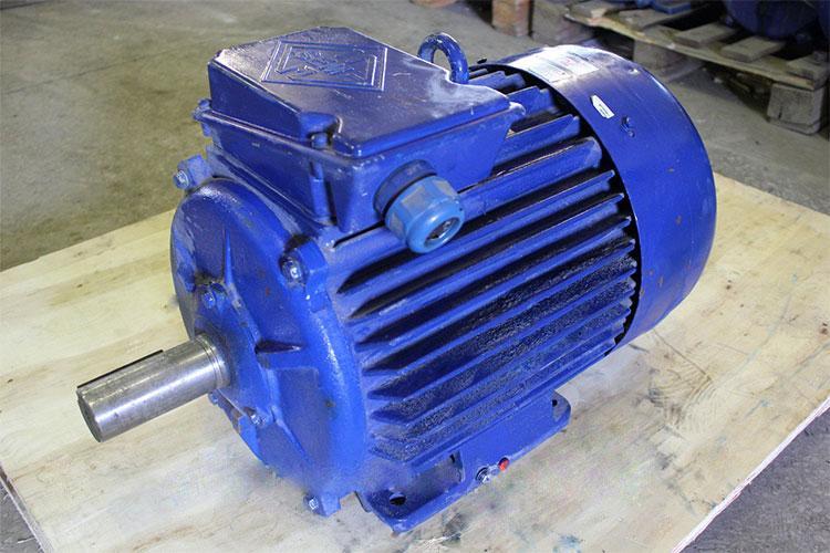 Двигатель АИР200М4