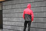 Мужская куртка ветровка с капюшоном красная с черным. Живое фото, фото 4