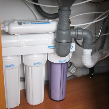 Изображение смонтированного фильтра для воды Aqualine Ro-5