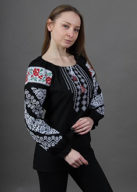 Черная вышитая блуза с красивым геометрическим орнаментом
