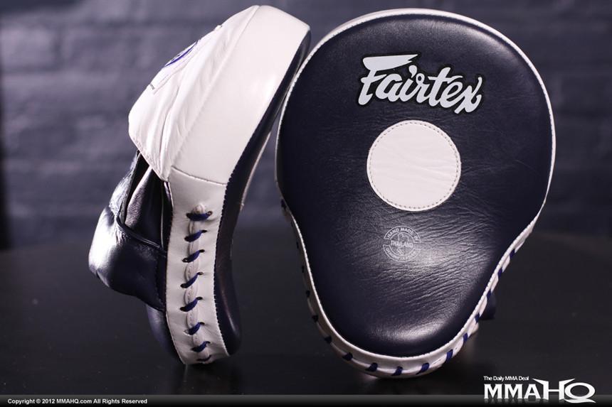 Лапы Боксерские (вогнутые) FAIRTEX FMV9