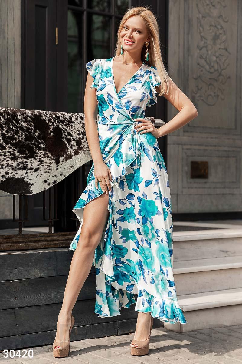 18c21c882368b28 Длинное летнее платье рукава-крылышки асимметричная юбка с воланом бело- голубое -
