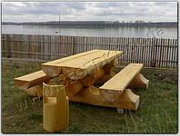 Массивный стол с лавками из дикого сруба