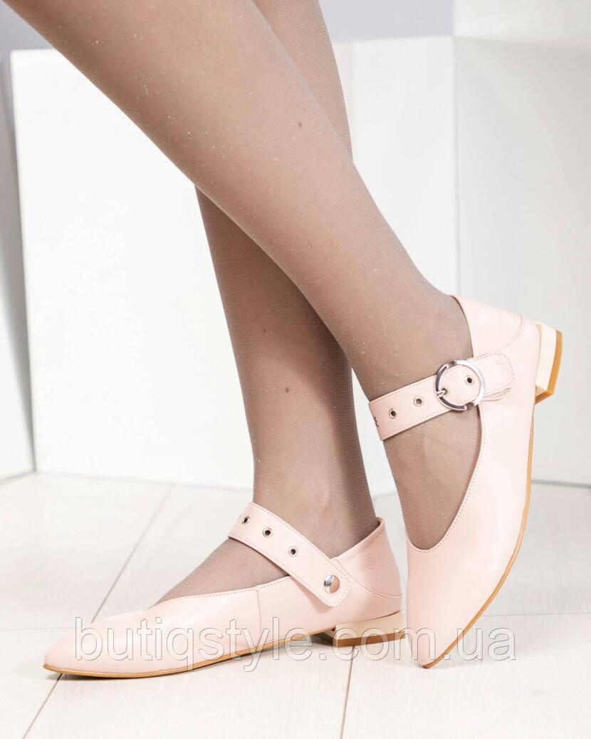 Женские туфли лоферы с ремешком пудра натрульная кожа на низком ходу