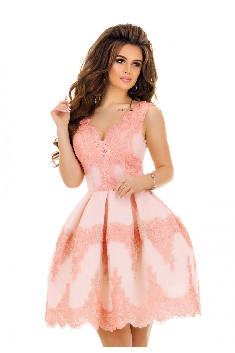 99fb5fc2c0a Розовое пышное праздничное платье 42