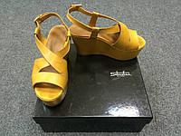 Желтые босоножки Sebastian
