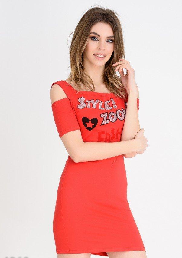 71b3621e5da Красное Короткое Платье-футболка с Вырезами на Плечах и Принтом — в  Категории
