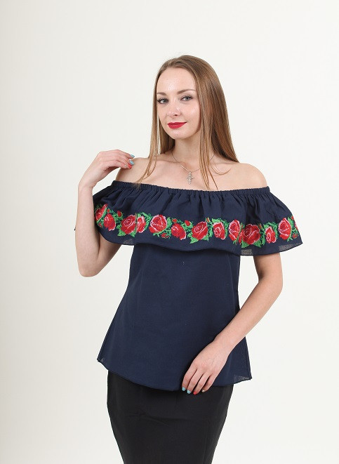 Эффектная вышитая блуза  и воланами