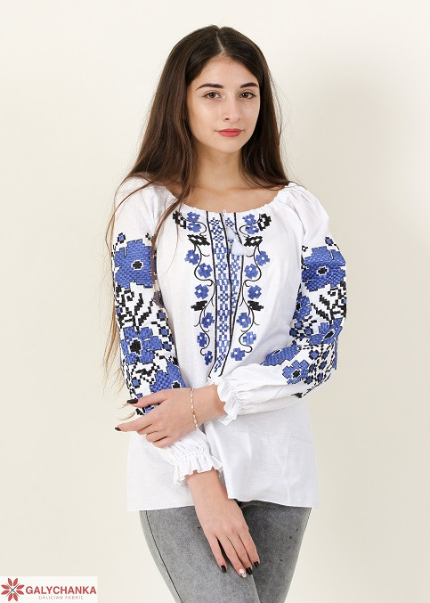 Белая вышитая блуза для женщин в синим орнаментом