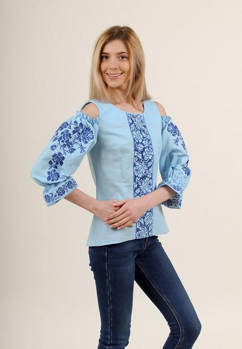 Голубая женская блуза с синей вышивкой крестиком
