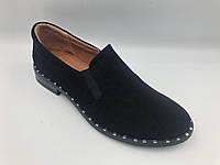Замшевые женские туфли на низком каблуке
