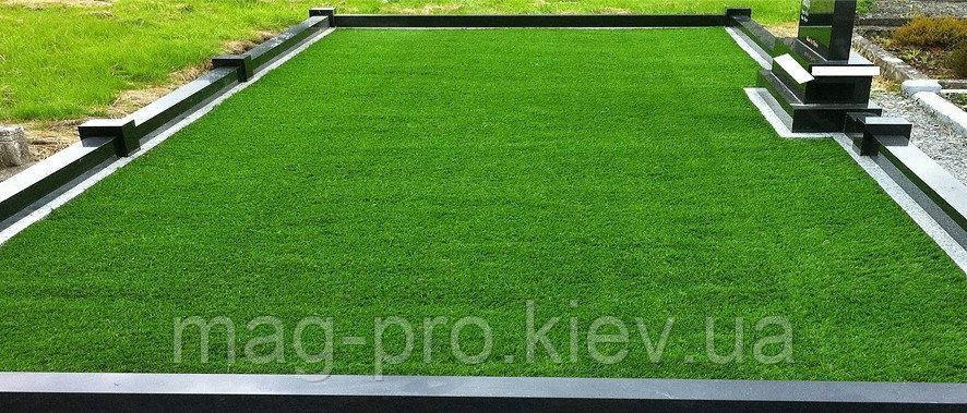 Штучна трава на кладовищі