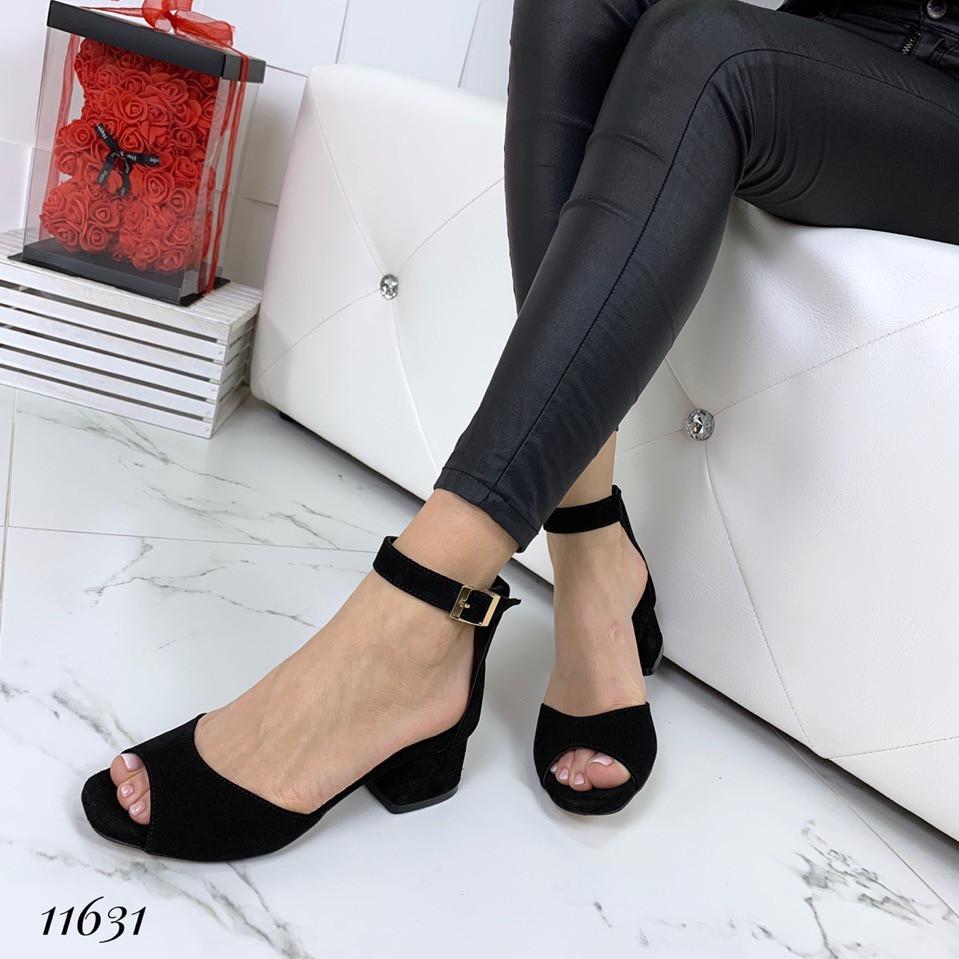 Босоножки замшевые черные на удобном каблуке
