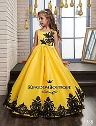 Платье желтое с черной отделкой длинное . От года до 11 лет