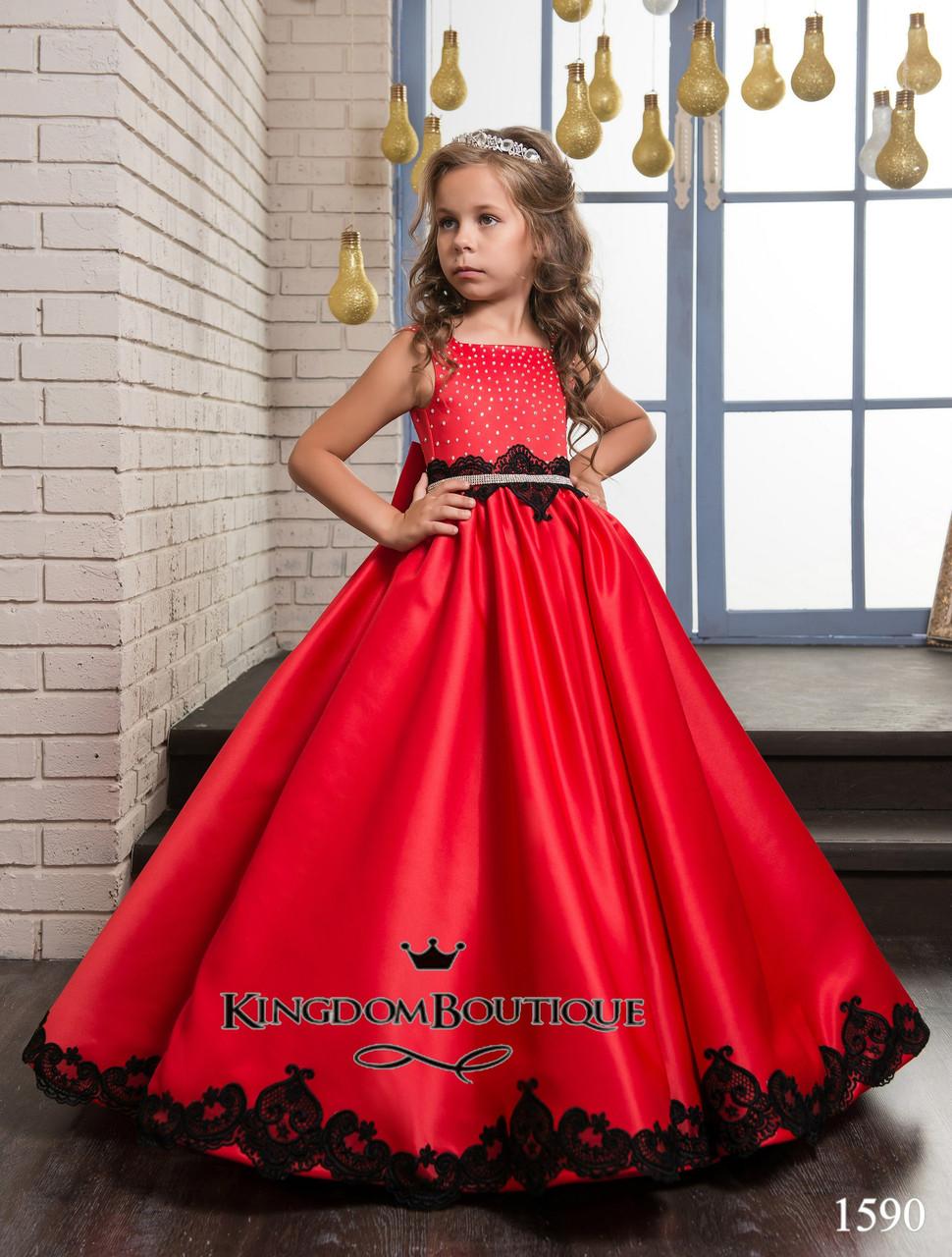 Платье яркое красное с черной отделкой длинное . От года до 11 лет