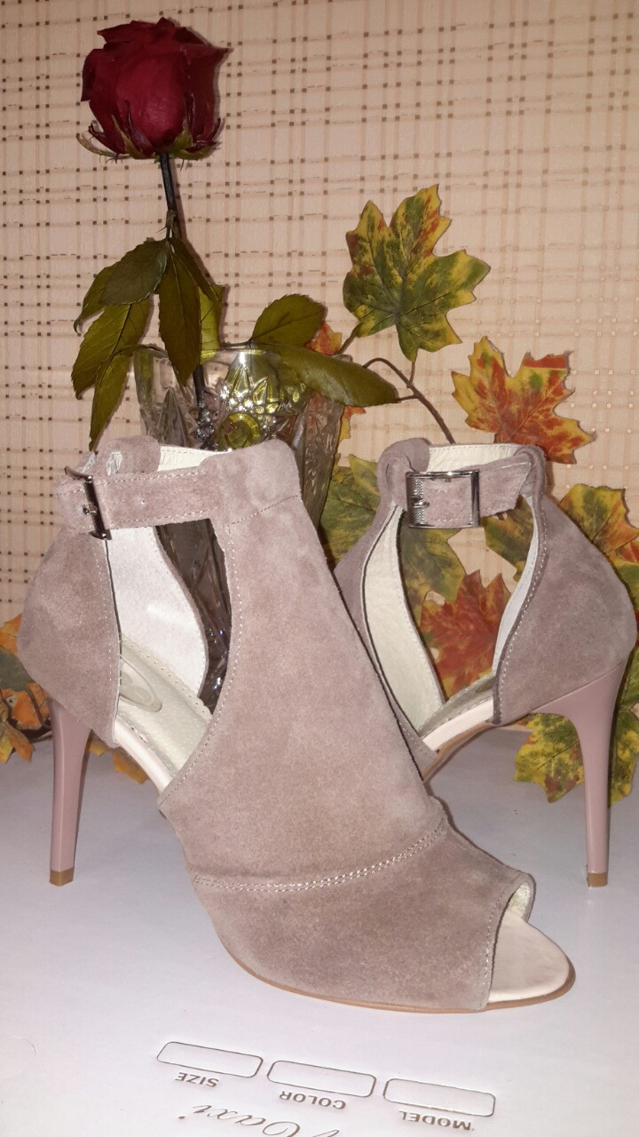 Женские замшевые босоножки на шпильке, цвет бежевый