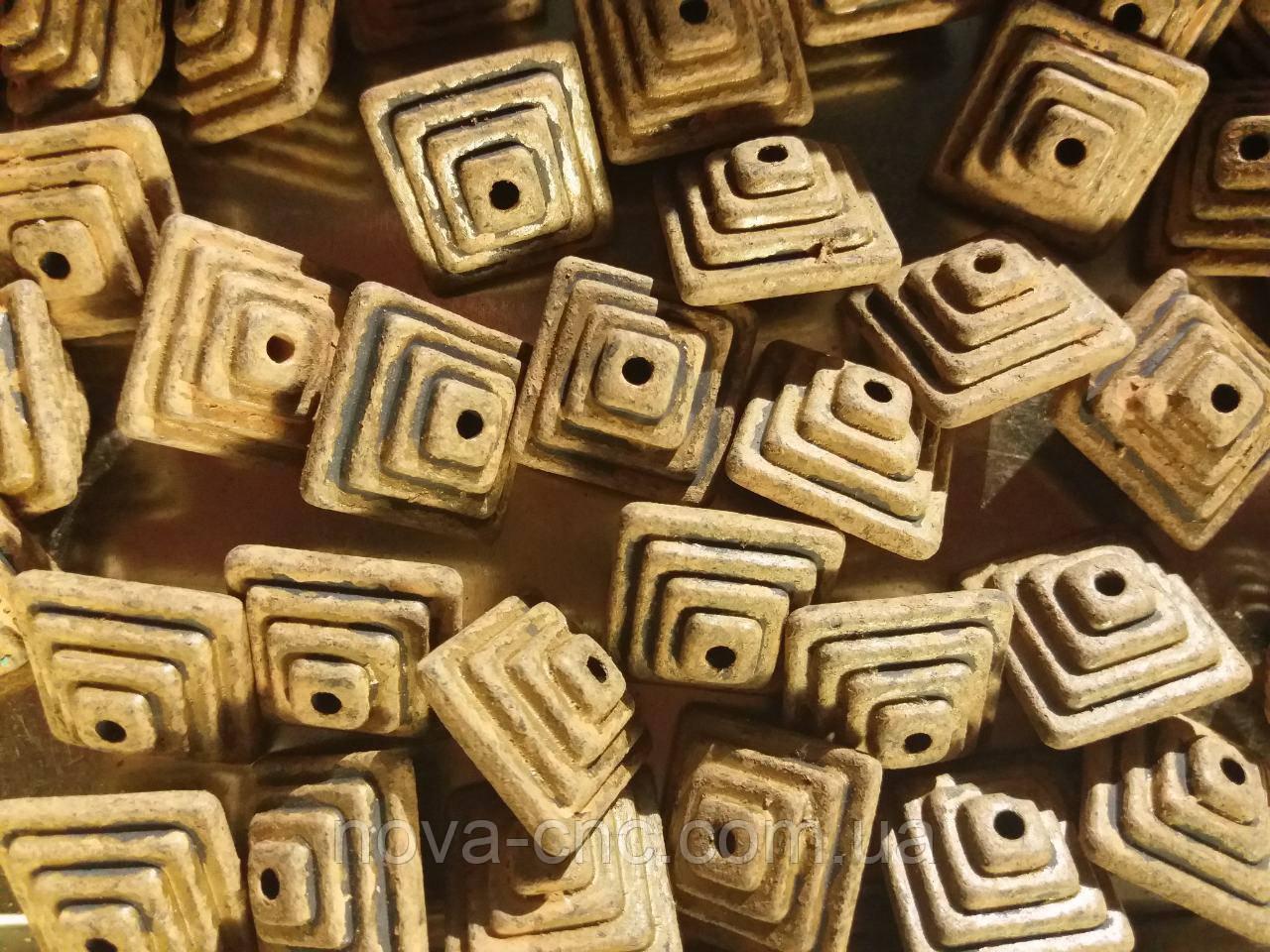 "Бусины  ""пирамида"" коричневый  500 грамм"