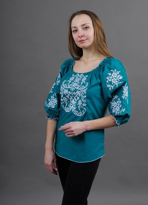 Праздничная женская вышитая блуза с геометрическим орнаментом