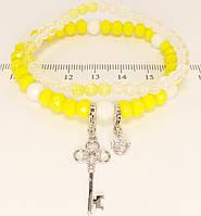 """Браслет ХР Родий """"Желто-белые бусины с отстегивающимися подвесками ключик и кристалл"""" ø 6см"""