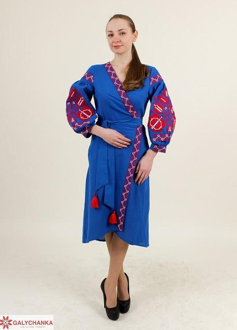 Красивое вышитое платье женское на запах