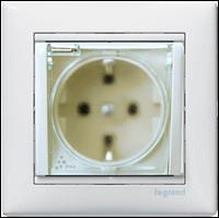 Механизм розетки (2К+3) со шторками IP 44 белый Legrand Valena 774220